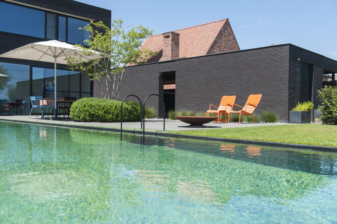 Vierkante meter strakke landelijke tuin vierkante meter for Modern zwembad