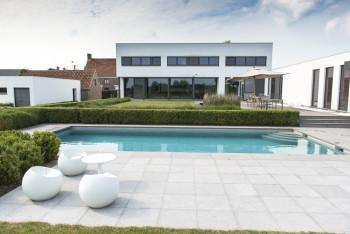 Vierkante meter metropolitan luxury gardenshomepage vierkante meter for Modern zwembad